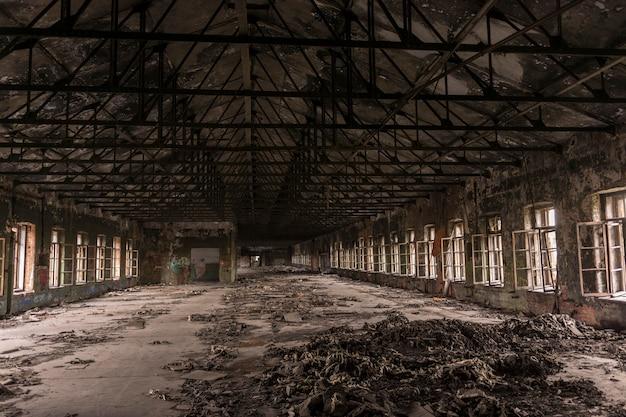 古い工場の大規模な生産工場を破壊しました。