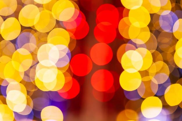 赤と黄色のキラキラビンテージライト背景、デフォーカス
