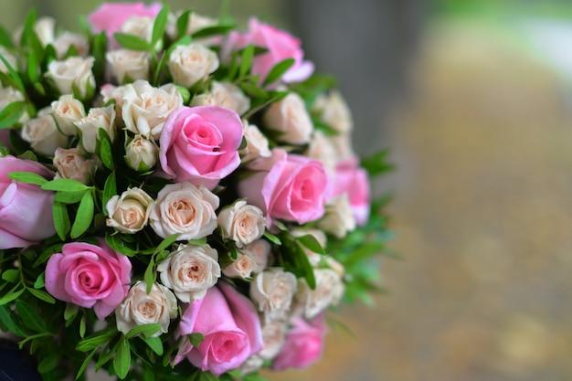 美しい花のウェディングブーケ