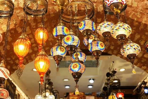 Красивые разноцветные яркие светящиеся мозаичные украшения