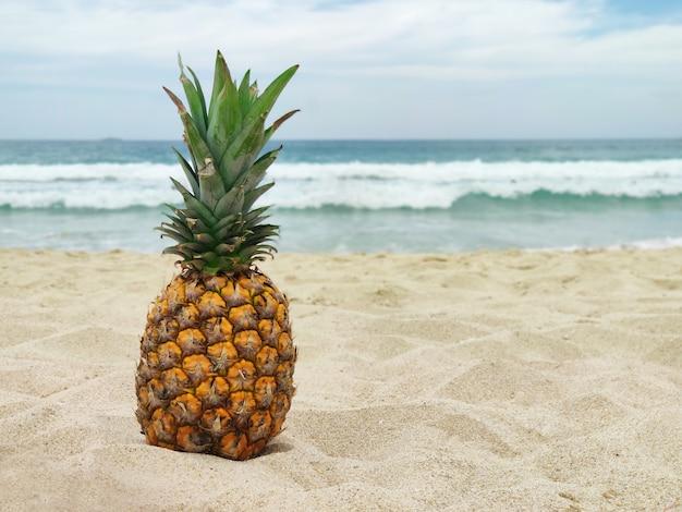 熱帯の完熟フルーツパイナップル