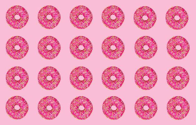 ピンクの背景にピンクのドーナツのパターン