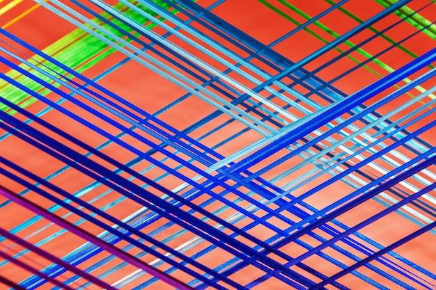 ピンクの背景に多色の繊維ライン。部屋のインテリアの創造的な詳細