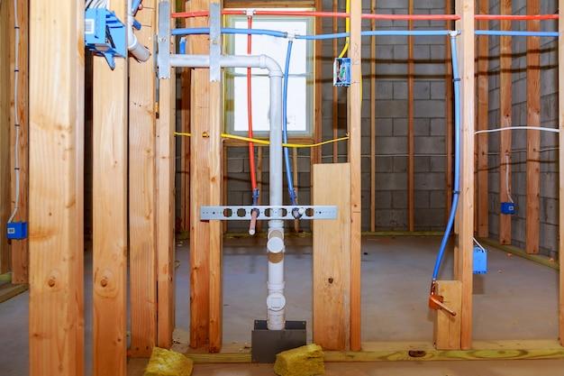 新しい住宅建設パイプと電気