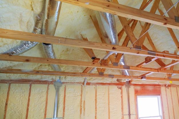 パイプハウス暖房システムの屋根の上に暖房システムを設置
