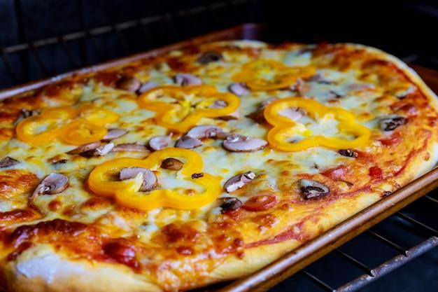 ピザベーキングとピザ作りのオーブン