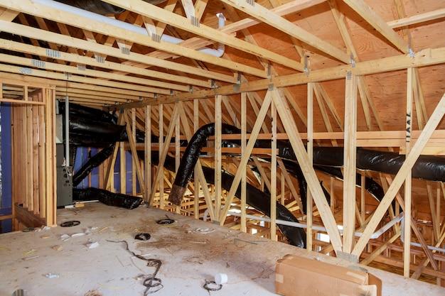 暖房と冷房の改修屋根裏と断熱
