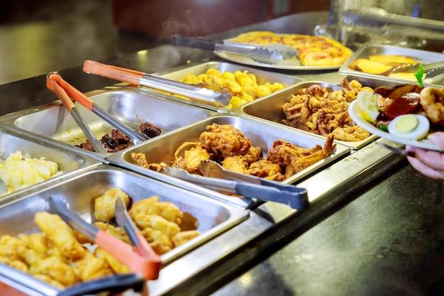 Подогреватели для жаровни банкетный стол с жареным картофелем