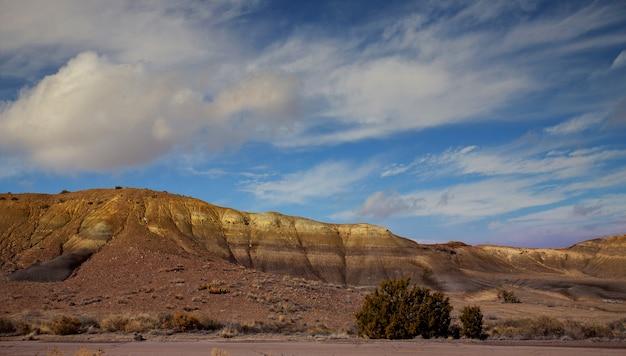 Панорамный вид на красные скалы в северной части нью-мексико