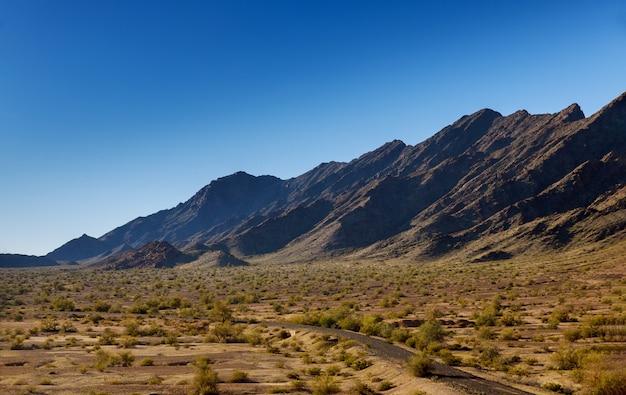 ニューメキシコ州の山の上の高速道路