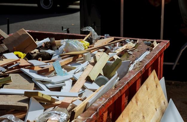 ゴミでいっぱいのごみ箱