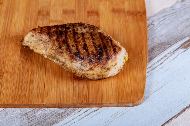 鶏胸肉のグリル