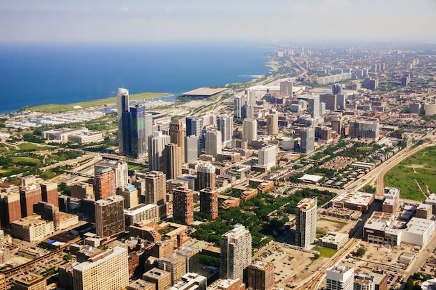 イリノイ州シカゴの空撮。