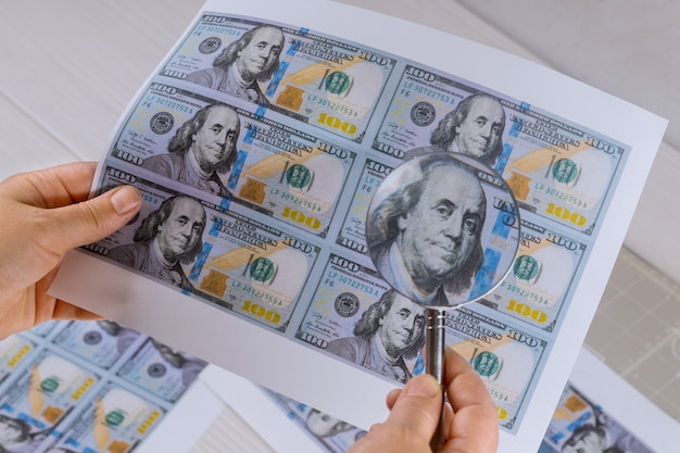 虫眼鏡高セキュリティ印刷のための百ドル紙幣