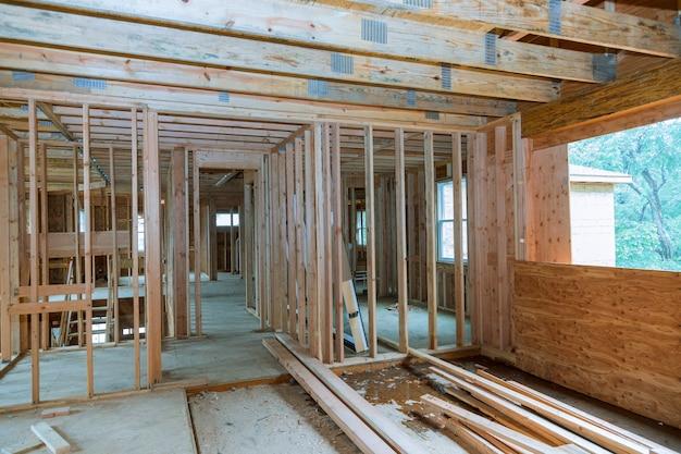 建設中の新しい家のフレーミングビームフレーミング