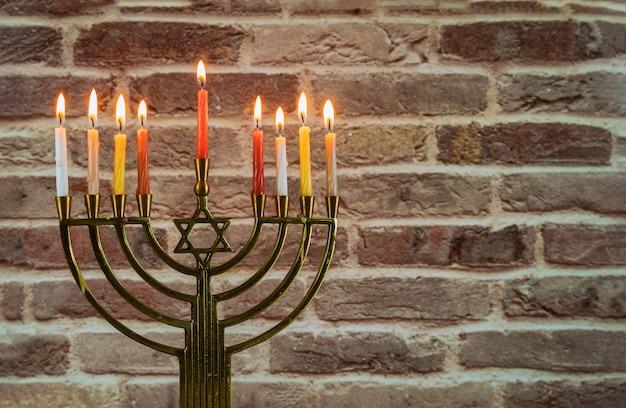 ハヌカ本枝の燭台ハヌキアユダヤ人の休日の背景