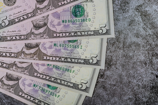 ビジネスの背景にアメリカのドルのお金