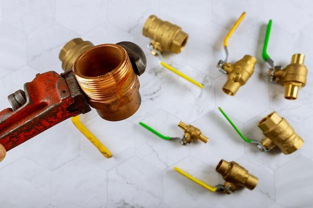 レンチおよび真鍮継手