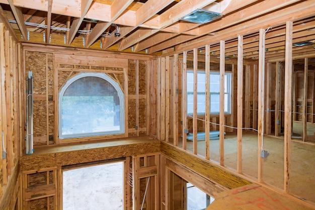 建設中の新しい家のフレーミングビームホームフレーミング
