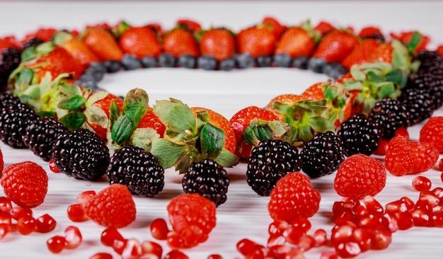 カラフルな果実から作られたシンボルハートが大好きです。
