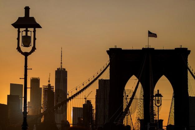 日没時のマンハッタンのスカイライン