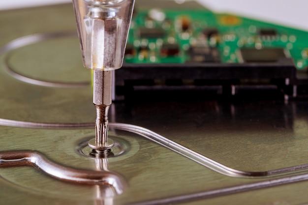 サービスセンターで修復する回復ハードディスクドライブ