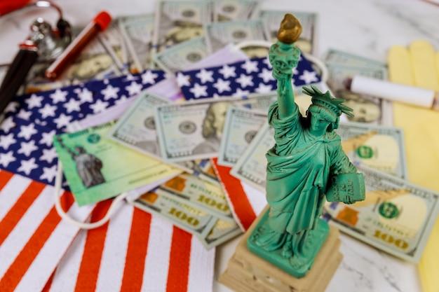紙幣と米国旗の自由の女神