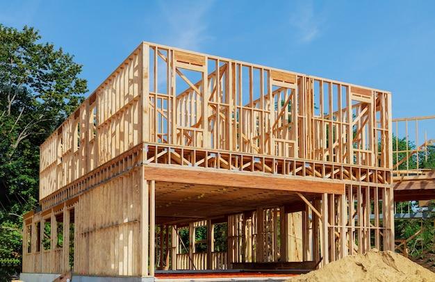 建設中の新しい家のフレーミングビーム