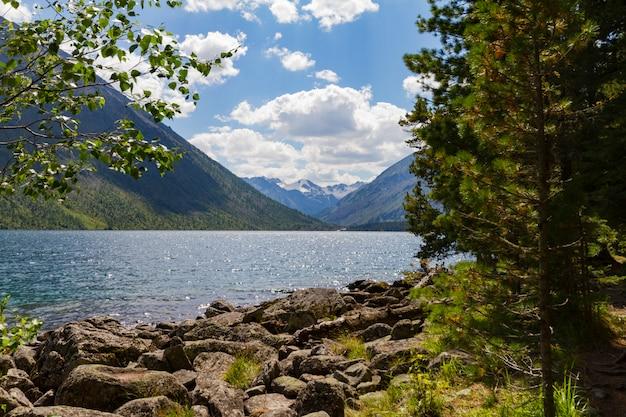 Мультинские озера в горах алтая.