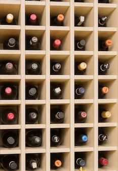 ワインボトルを収納するためのラック。