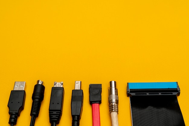 コンピュータ用の接続線。コネクタの種類