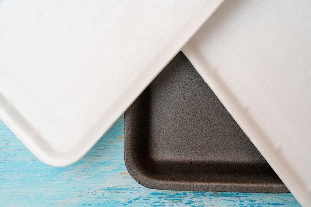 Пищевой лоток из пенопласта для упаковки и торговли.