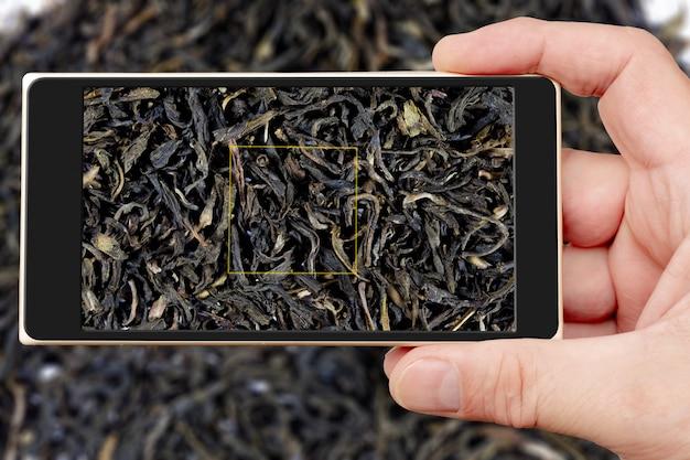 スマートフォンの画面上の紅茶