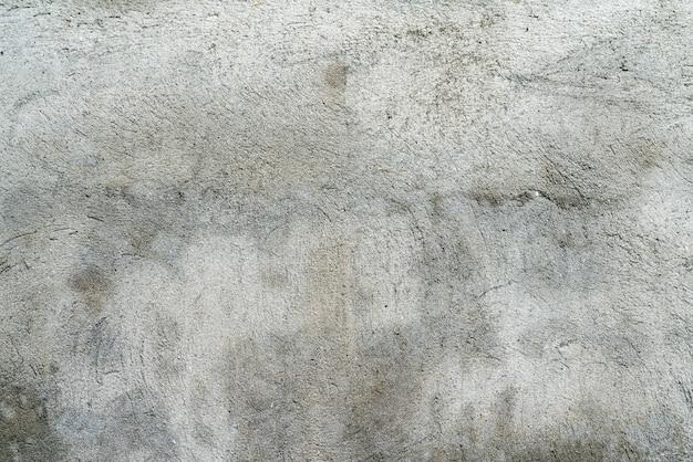 古い家の汚れた灰色の壁