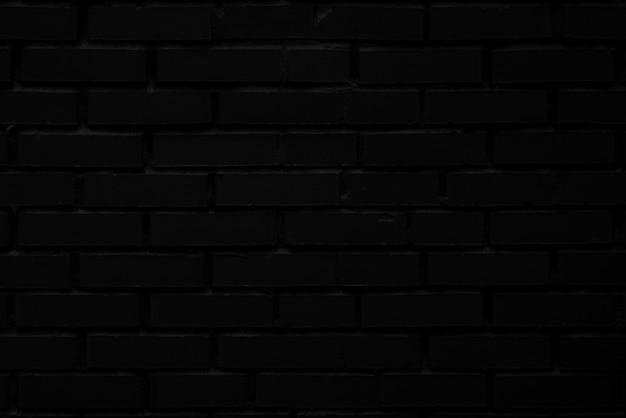 Черная кирпичная стена старого здания.