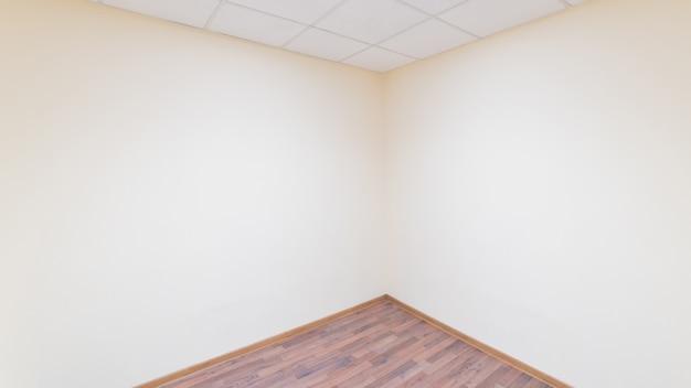 空いている部屋の角。