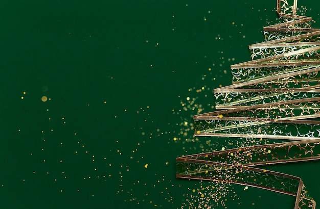 Рождественская елка из золотой ленты