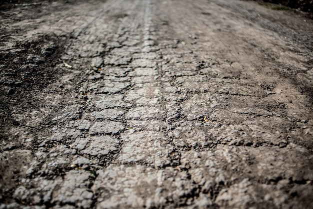 乾燥土壌乾燥、干ばつ。水不足から地面にひびが入った