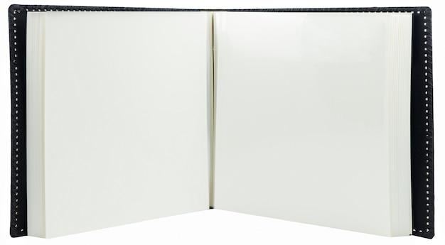 空白のページで開かれた本