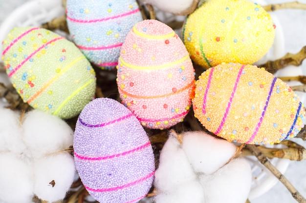 Фон из разноцветных пасхальных яиц