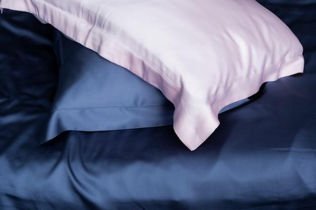 シルク製の枕カバー