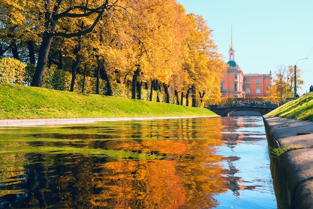 秋の風景。スワングルーブとサマーガーデン。