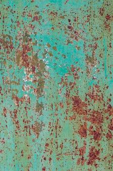 Старая потертая бирюзовая краска из ржавого металла. фон.