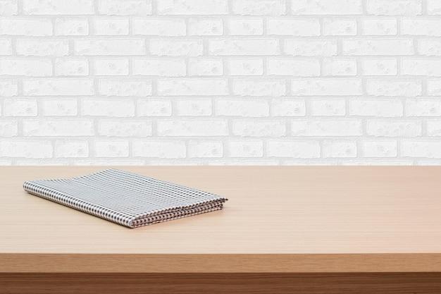 空のテーブルと白いレンガ壁の背景、製品表示モンタージュ