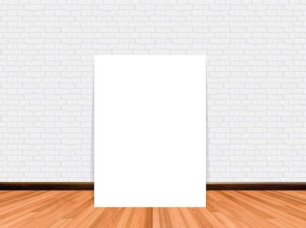 木製の床のレンガの壁と空の部屋の背景にポスターをモックアップします。
