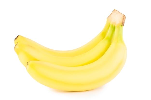 白い背景に熟したバナナ。イエローバナナ