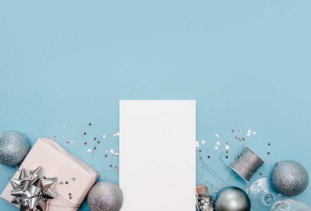 Блокнот на голубом фоне со звездами и блестками