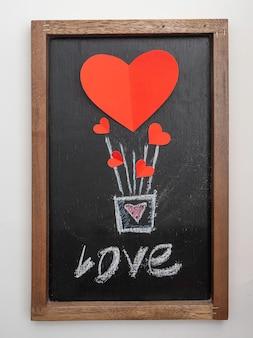 バレンタインデーの黒板の赤いハート形風船