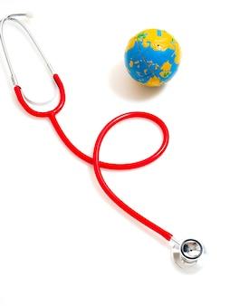 コンセプト世界健康デー、赤の聴診器