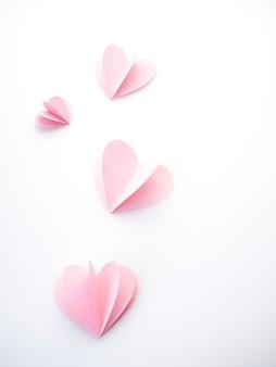 Творческая любовь розовых бумажных сердечек